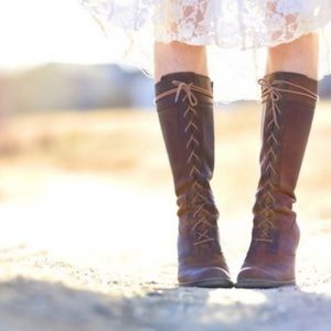 Frye The Villager lace up distressed leather boot